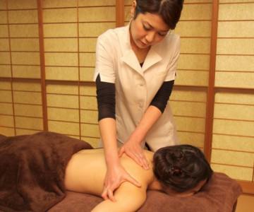 肩・背中の筋肉、骨格を整えます。